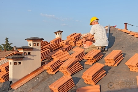 The Difference Between Clay and Ceramic Roof Tiles